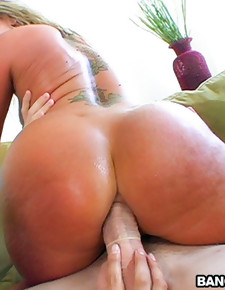 Two big asses, squirting and anal