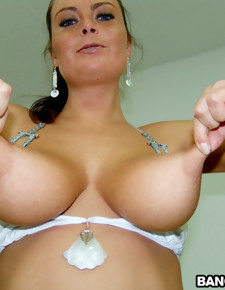 Perfect pussy and natural big tits