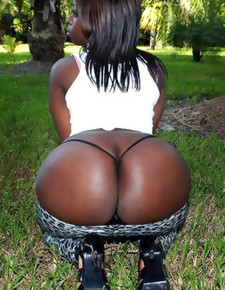 There's thimbleful skinny white girls here, only superb black beauties around deliciously round booties