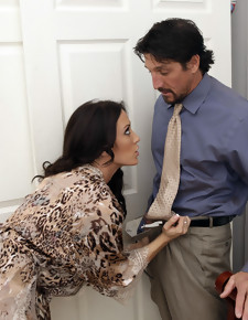 Capri Cavanni & Tommy Gunn in Neighbor Affair - Naughty America
