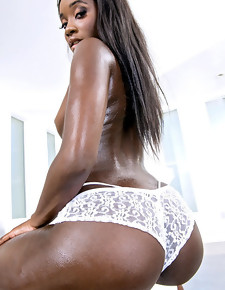 Bonnie Amor Bubble Ass Ebony babe with great bubble ass, gotta watch her take a big dick @ RoundAndBrown™
