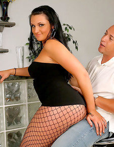 Realitykings.com/monstercurves.com/kim/liquor Ass