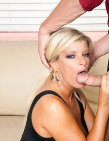 Chris Johnson & Kristal Summers in Seduced By A Cougar - Naughty America